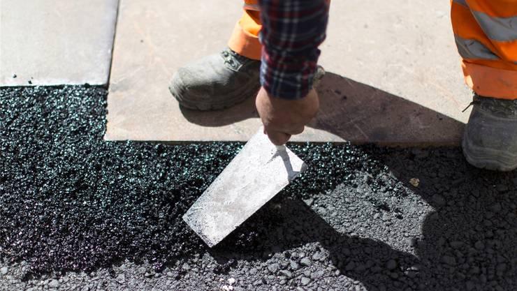 Bauarbeiter fordern, dass die Baustellen geschlossen werden. (Archivbild)