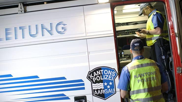Aus allen Regionen des Kantons wurden 25 Patrouillen der Kantonspolizei und von verschiedenen Regionalpolizeien nach Rohr aufgeboten. (Symbolbild)