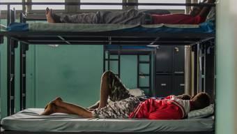 In den Asylzentren der Schweiz bleiben immer mehr Betten leer - die Zahl der neu eingereichten Asylgesuche ist deutlich gesunken.