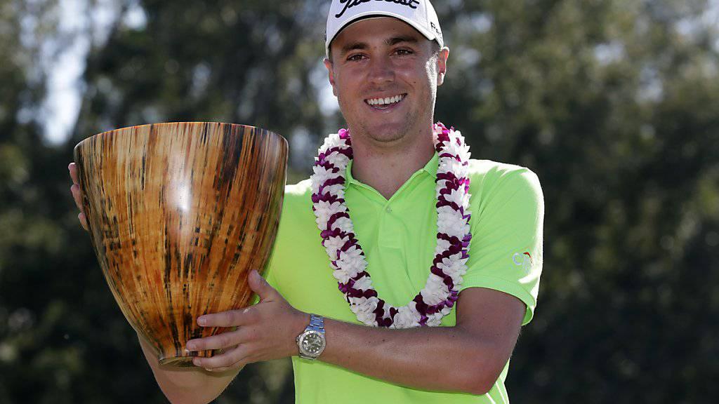 Die Siegerehrung in Hawaii: Justin Thomas kann sich freuen