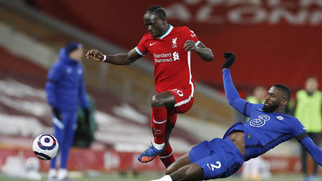 Sadio Mané überspringt zwar Verteidiger Antonio Rüdiger, die Hürde Chelsea ist für den Angreifer und seinen Liverpool FC allerdings zu hoch