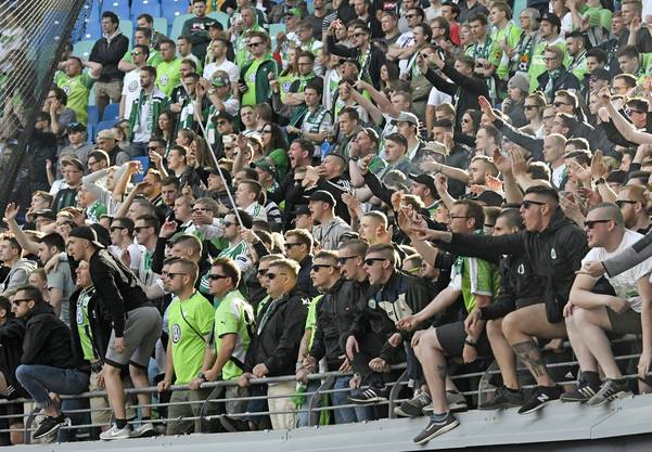 Wolfsburgs Fans kennen nur eines: Den Ligaerhalt.