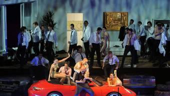 Ein Porsche soll in der Oper «Die Eroberung von Mexiko» von Wolfgang Rihm zur Lösung von Eheproblemen beitragen ...