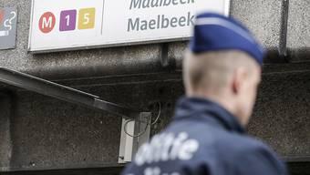 Die attackierte Metro-Station Maelbeek in Brüssel ist seit Montag wieder in Betrieb - gesichert von Polizisten und Soldaten. (Archiv)