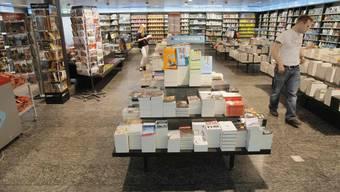 Flughafenkiosk: Die 16 Filialen in den Flughafenhallen sind zurzeit fast leer. mu