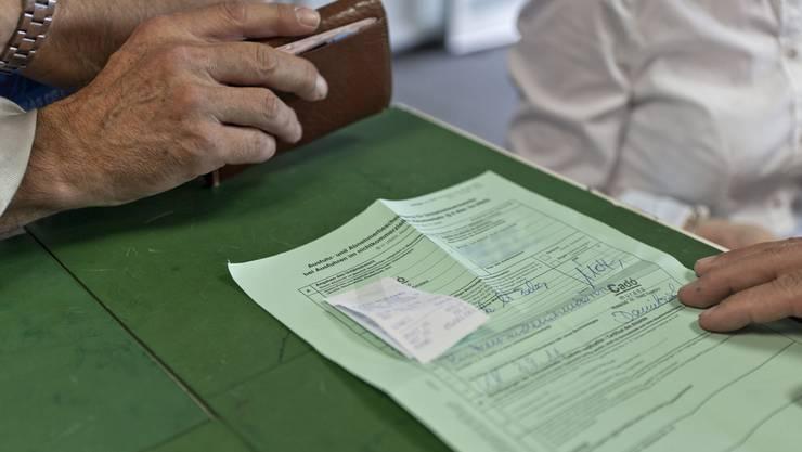 Die grünen Zettel sollen an der deutschen Grenze zukünftig nur noch bei Einkäufen von über 50 bzw. über 100 Euro zum Einsatz kommen.