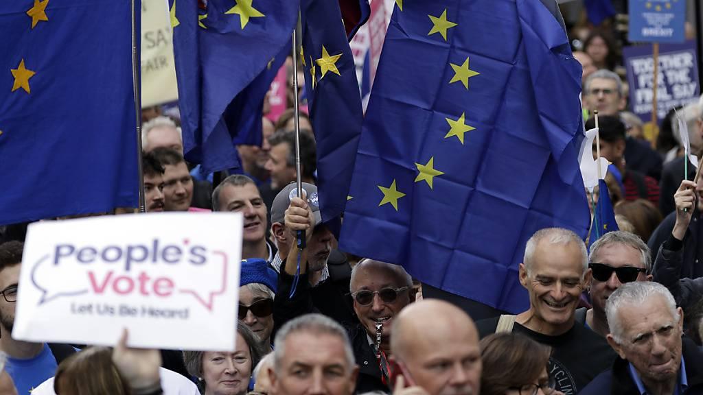 Zehntausende demonstrieren für zweites Brexit-Referendum