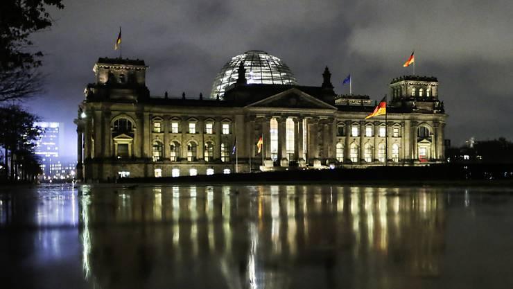 Die Mehrheit der Deutschen bedauert einer Umfrage zufolge den Abbruch der Sondierungsgespräche für eine Jamaika-Koalition.