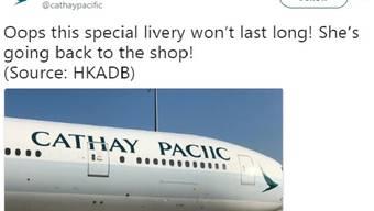 Name falsch geschrieben: Bei der Beschriftung eines Flugzeugs der chinesischen Airline Cathay Pacific ist den Malern ein Fehler unterlaufen.