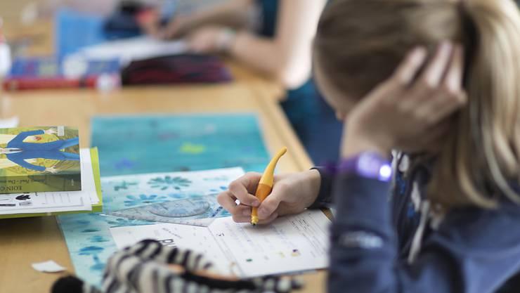 Sollen Zürcher Primarschüler weiterhin zwei Fremdsprachen lernen? Verschiedene Lehrerverbände finden Nein: Aufwand und Ertrag stimme nicht. Sie unterstützen deshalb eine Volksinitiative. (Symbolbild)