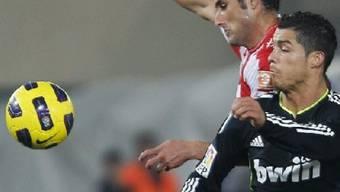 Reals Cristiano Ronaldo (rechts) gegen Juan Manuel Ortiz