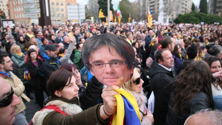 Der katalonische Ex-Regionalpräsident Carles Puigdemont wurde am Sonntag an der deutsch-dänischen Grenze verhaftet, was in Katalonien zu Protesten führte.