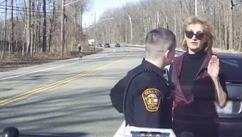Als alles Prahlen nichts nützte, wurde Caren Z. Turner ausfällig – zu ihrem Pech zeichnete eine Kamera der Polizei alles auf.