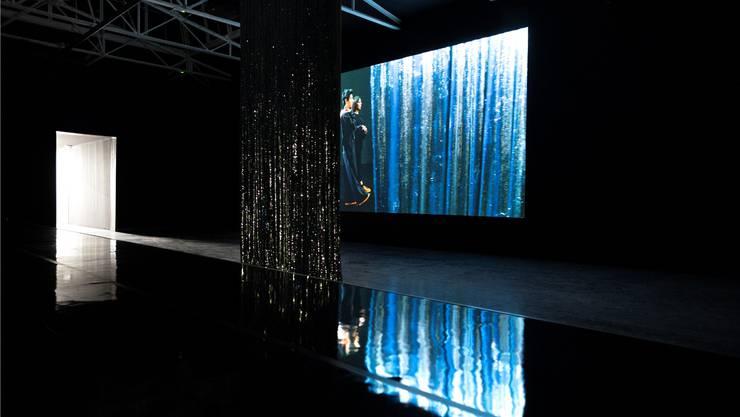 Kunstinstallation von Pauline Boudry und Renate Lorenz an der Biennale.