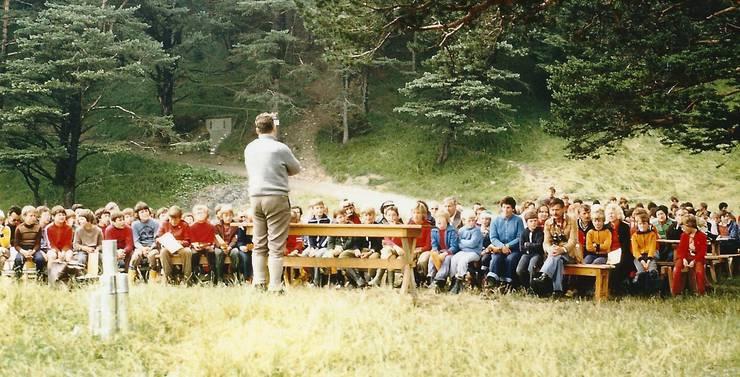 Eine grosse Schar Kinder 1977