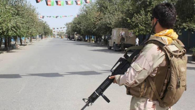 Afghanische Sicherheitskräfte bewachen die Strassen von Kundus nach einem Angriff der Taliban am Samstag. (Archivbild)
