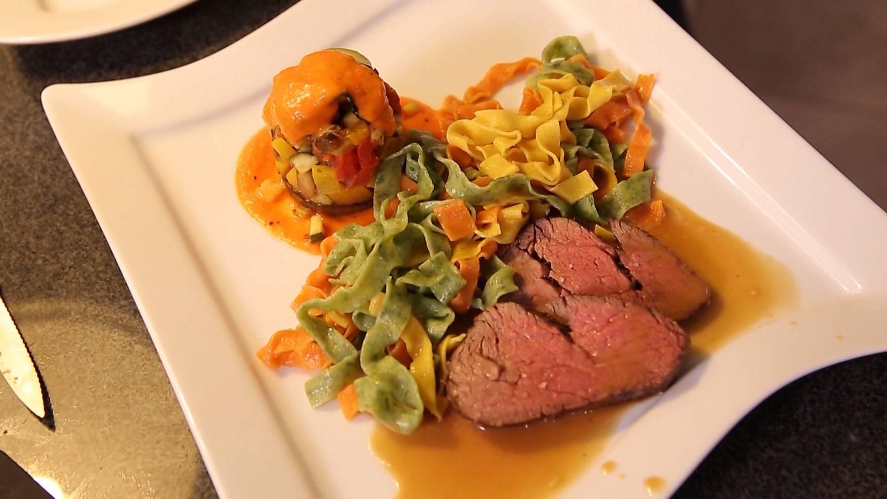 Rinderfilet an Portweinsauce Hausgemachte Tagliatelle Ratatouille