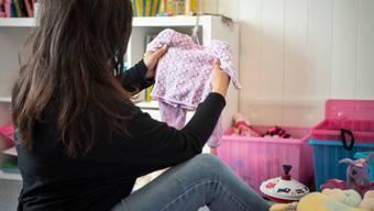 Aus Geldnot musste Nina ihre Tochter damals im Alter von sechs Monaten zu Pflegeeltern geben – aber irgendwann möchte sie selbst für ihr Kind sorgen können.