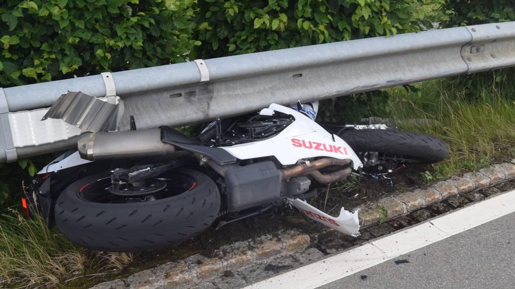 Zum tödlichen Unfall kam es kurz nach der Brücke auf der Hundwilerstrasse.