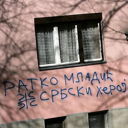 Graffiti am Haus des mutmasslichen Kriegsverbrechers Ratko Mladic.
