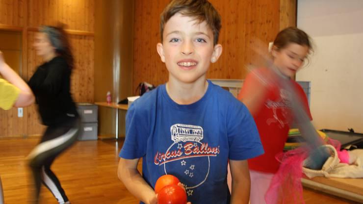 Der neunjährige Livio hat ein klares Ziel: «Am Ende der Woche will ich jonglieren können.»