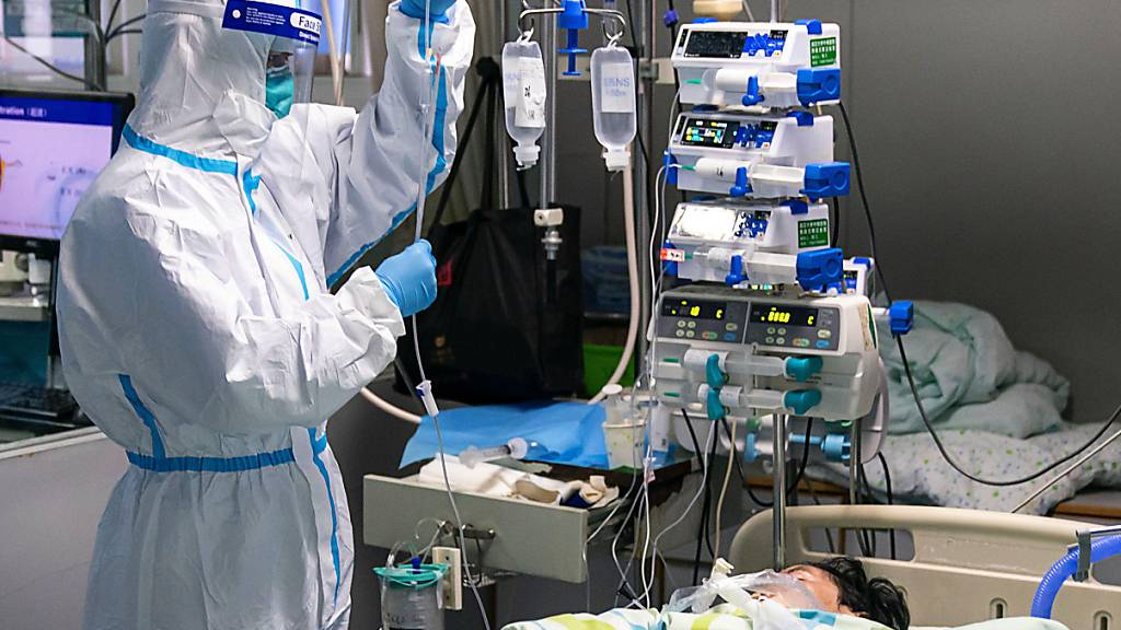 Die Zahl der Todesopfer durch Chinas neues Coronavirus ist erneut stark gestiegen.
