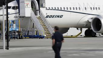 Das Debakel um Sicherheitsprobleme mit der Flugzeug-Serie 737-Max führt beim Boeing-Konzern zu Milliarden an Mehrbelastungen. (Archivbild)