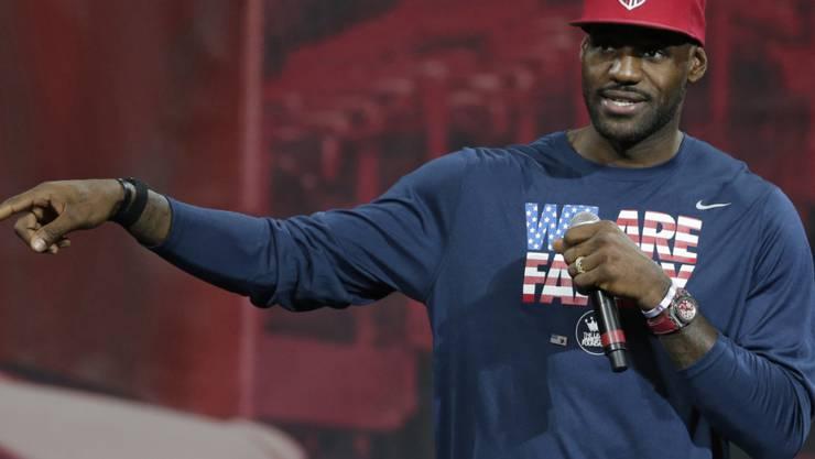 Der Basketballspieler LeBron James hat einen Werbevertrag mit Nike auf Lebenszeiten erhalten.