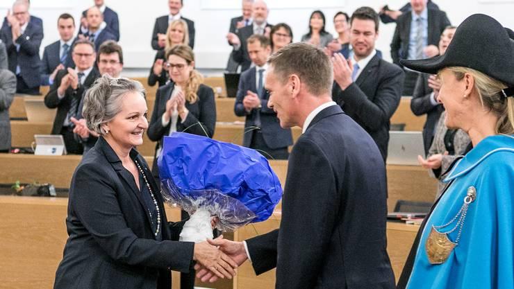 Die abtretende Grossratspräsidentin Renata Siegrist und der neue Regierungsrat Jean-Pierre Gallati.