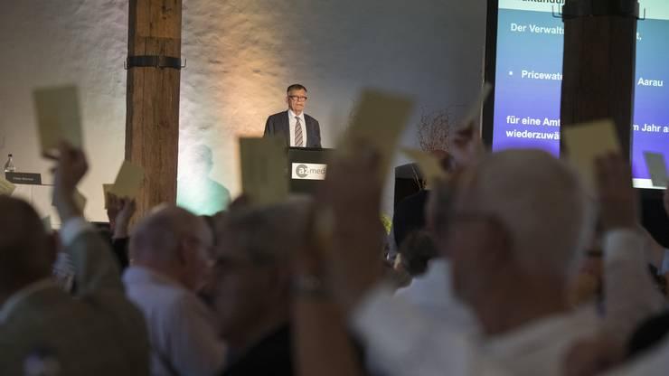Verleger und Verwaltungsratspräsident Peter Wanner führt durch die Generalversammlung der AZ Medien AG auf Schloss Lenzburg.