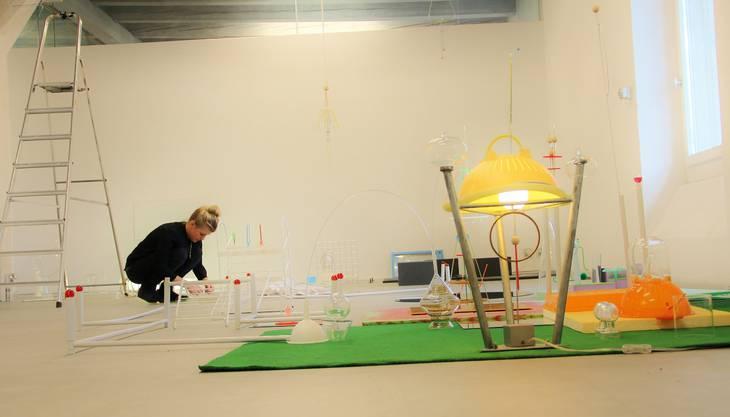 Die Weininger Künstlerin Tamara Hauser ist mit ihrem Werk «Durchlauferhitzungsmaschine» als einzige Einzelausstellerin an der «Grossen Regionalen» in Rapperswil zu sehen.