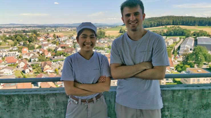 Pantila Brenner und Noah Döös auf dem Siloturm der Mühle Villmergen