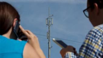 Am 15. März stimmen die Uerkner über die 5G-Antenne auf dem Schulhausdach ab. (Symbolbild)