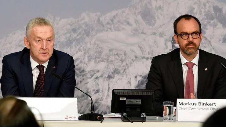 Thomas Klühr (links) sitzt an einer Pressekonferenz neben Finanzchef Markus Binkert. Letzterer wird als möglicher Nachfolger von Klühr gehandelt.