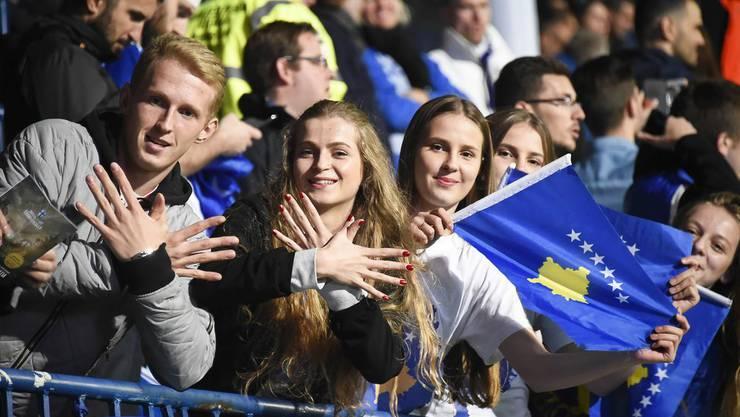 Überschwängliche kosovarische Fans.
