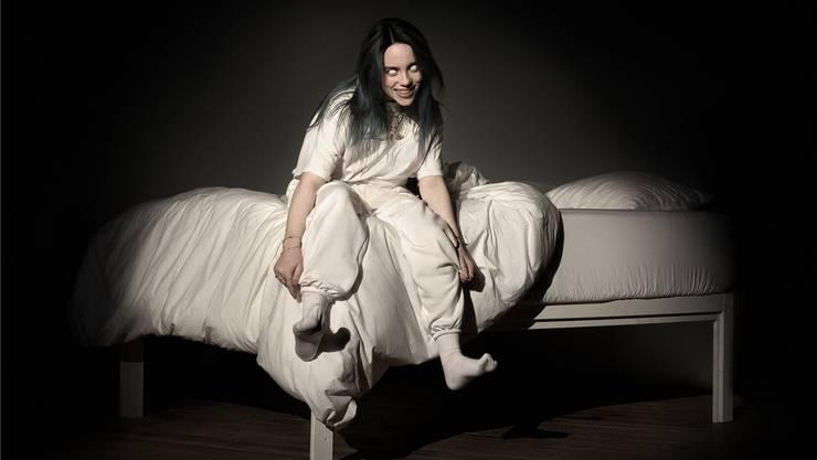 Die Fans sollen sich keine Sorgen um sie machen: «Mir geht es super.» Billie Eilish brilliert in ihrem Debütalbum mit düsteren Pop-Fantasien.