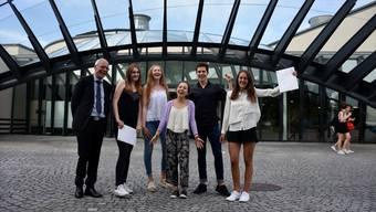 Laudator Joseph Sachs mit den Gewinnern Lia Benz, Annina Meyer, Hanna Dobbertin, Cyril Bouilloux und Nora Jäger (von links). Lara Manzelli war leider krank.