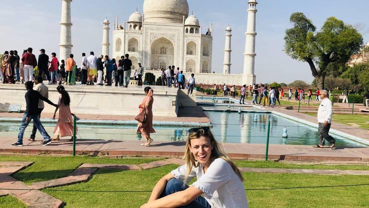 Die Recycling-Unternehmerin und ehemalige SVP-Grossrätin Karin Bertschi vor dem Taj Mahal in Indien.