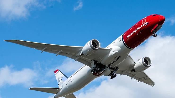 Norwegian Air Shuttle wirbt mit Dumpingpreisen für Überseeflüge. Doch in vielen Fällen ist ein Flug mit der Billigairline teurer als bei einer klassischen Fluggesellschaft.