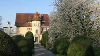 Das Haus von C.G. Jung in Küsnacht wurde nach genauen Plänen des Hausherrn 1909 fertig erstellt. Das Anwesen mit Garten präsentiert sich heute in fast unverändertem Zustand.