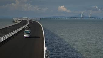 Die Hongkong-Zhuhai-Macau-Brücke verbindet ebendiese Städte am Perlflussdelta.
