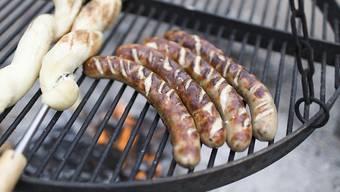 Wer viel Würste und anderes verarbeitetes Fleisch isst, hat laut der internationalen Krebsforschungsagentur ein erhöhtes Krebsrisiko (Symbolbild).