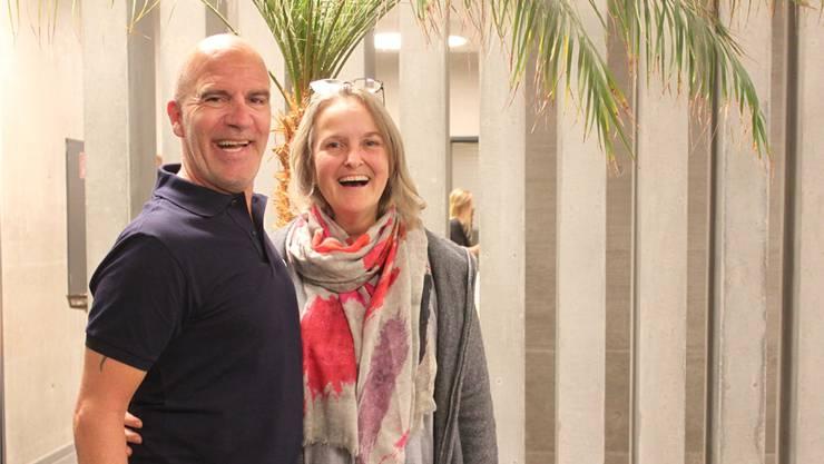 Guy Landolt freut sich mit Regina Buff von der Vereinigung Fragile über den Auftritt.