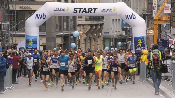 Endlich darf losgerannt werden am 6. IWB Marathon! Doch Vorsicht: Nicht gleich alle Energie zu Anfang verprassen.