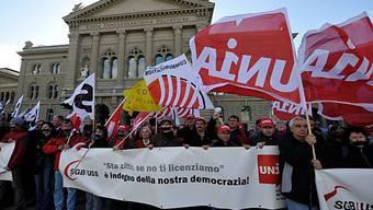 Symbolische Aktion der Gewerkschaften vor dem Bundeshaus