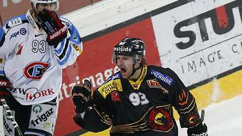 Berns Byron Ritchie jubelt beim Erfolg gegen Fribourg.