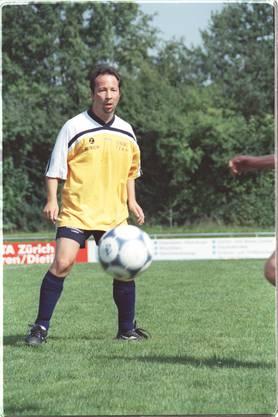Im FC Kölliken fand René Zuflucht, wenn der Stiefvater trank und Mama schlug. Er wurde Captain und Platzwart. Fussball spielt er bis heute, mit seiner Firmenmannschaft «DJ Bobo Team».