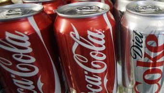 Coca Cola will sich breiter aufstellen und will in Japan ein Getränk basierend auf der Spirituose Shochu anbieten. (Archiv)