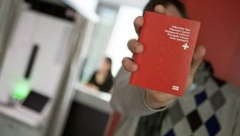 Weniger Menschen wollen in der Schweiz eingebürgert werden (Symbolbild)