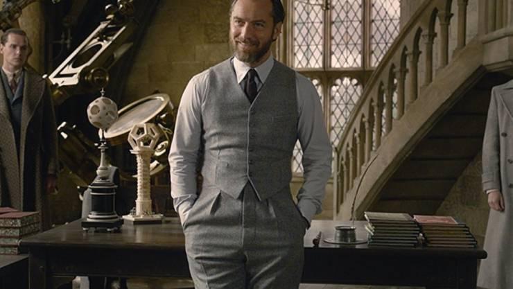 """Jude Law als junger Dumbledore in """"Fantastic Beasts: The Crimes of Grindelwald"""". Dank seinen Kinder ist Law als """"begleitender Erwachsener"""" mit den Harry-Potter-Büchern """"aufgewachsen"""" und kennt deshalb seine Rolle einigermassen. (Pressebild)"""